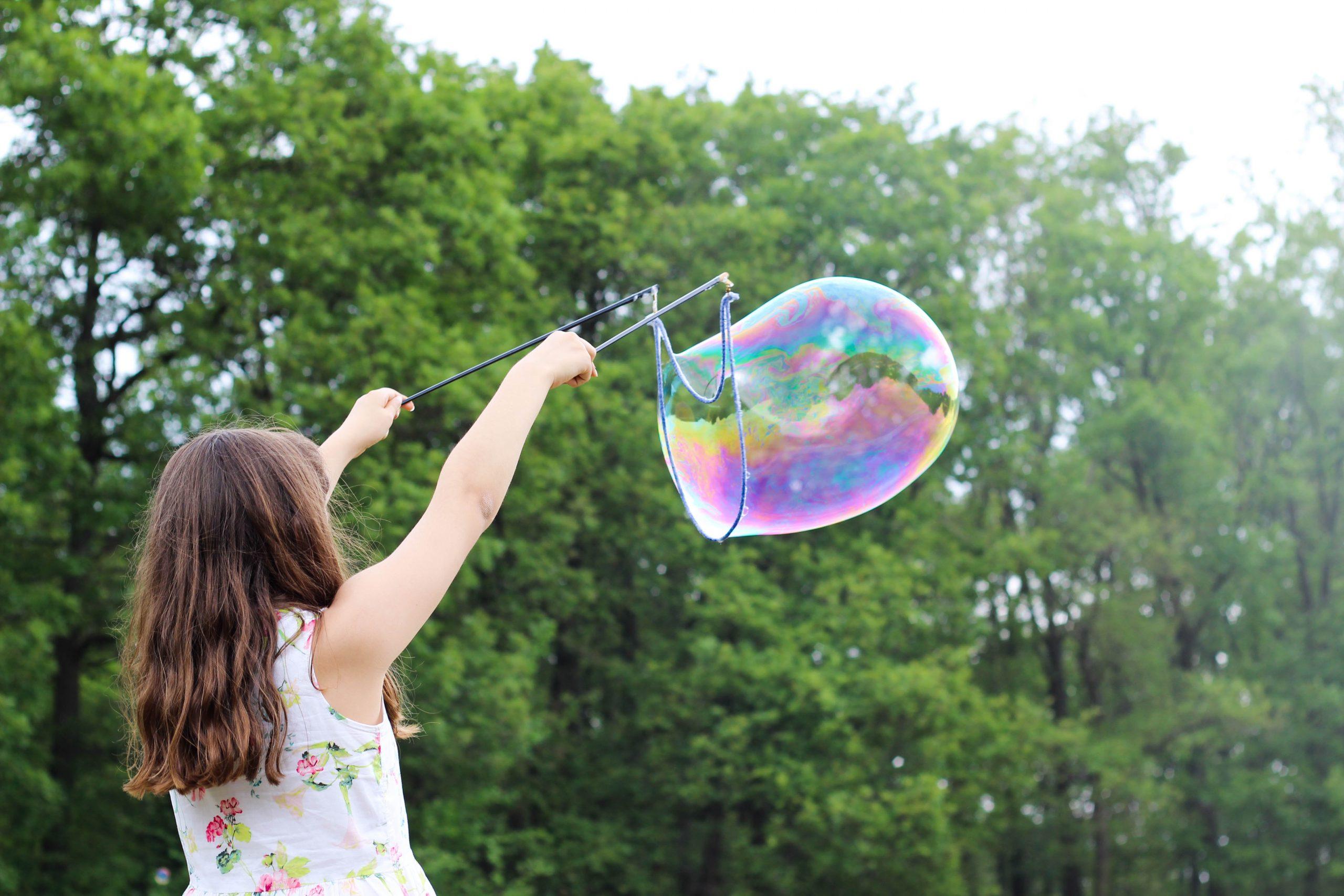 Vrij opgroeien buiten de hokjes: 15 opvoedvragen beantwoord