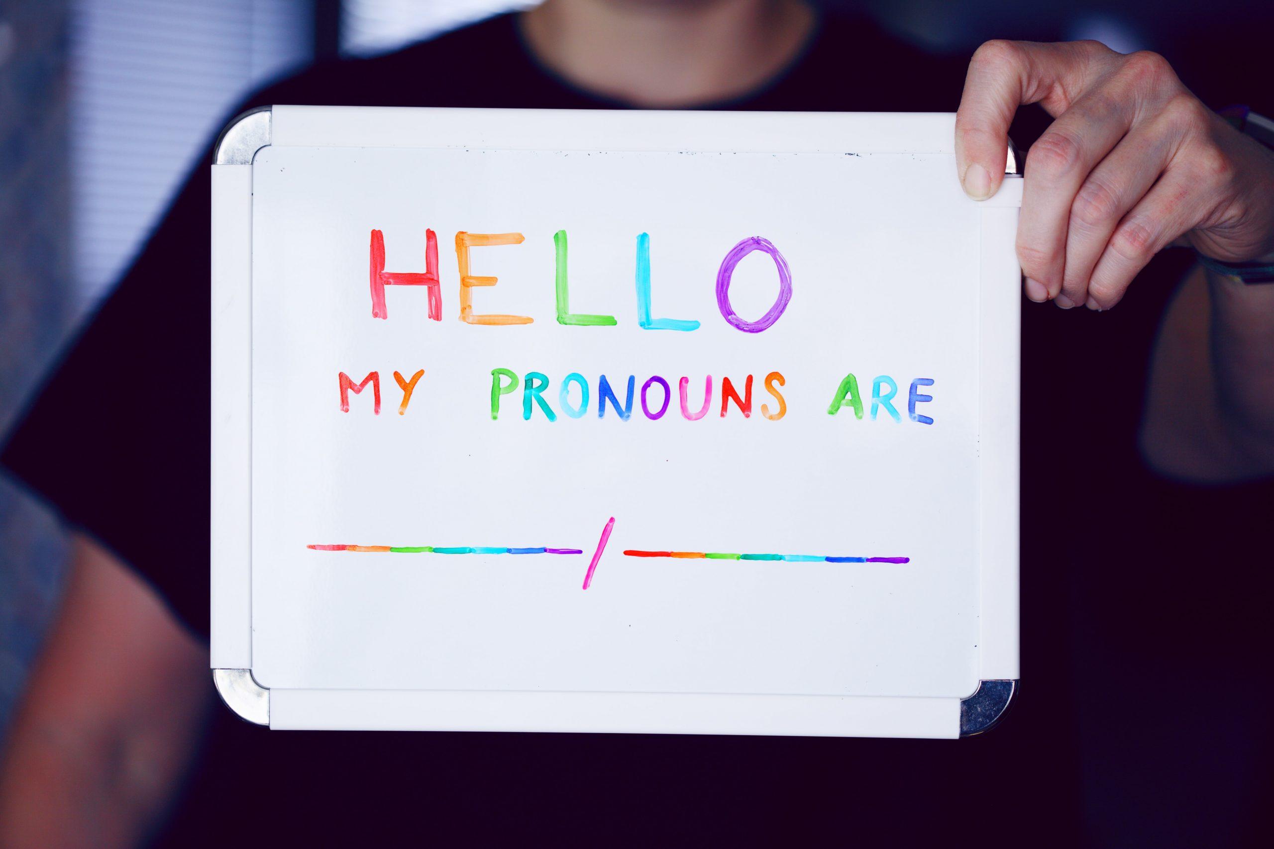 Zo spreek je transgender personen op de juiste manier aan.
